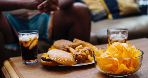 cibo spazzatura mangiare male