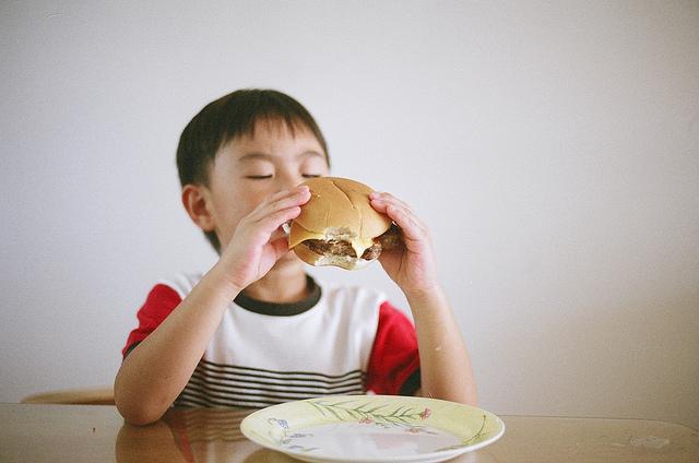 obesità infantile studio amore mamme