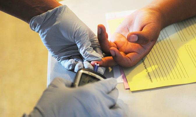 diabete misurazione dito